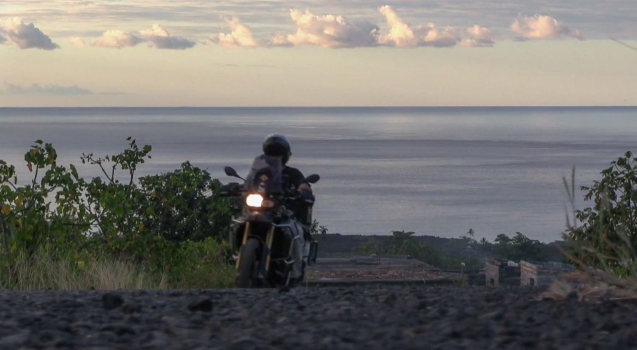 Charly Sinewan moto por África