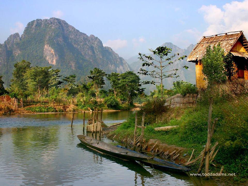 Trustin, Laos, Piedra de Toque