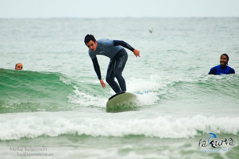 Iñaki Makazaga encima de la ola